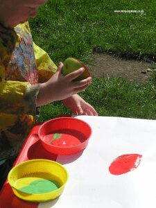 Apple Activities and Crafts for Toddlers and Preschoolers. Including simple recipes to cook together, learning and fun apple themed art and craft activities too.