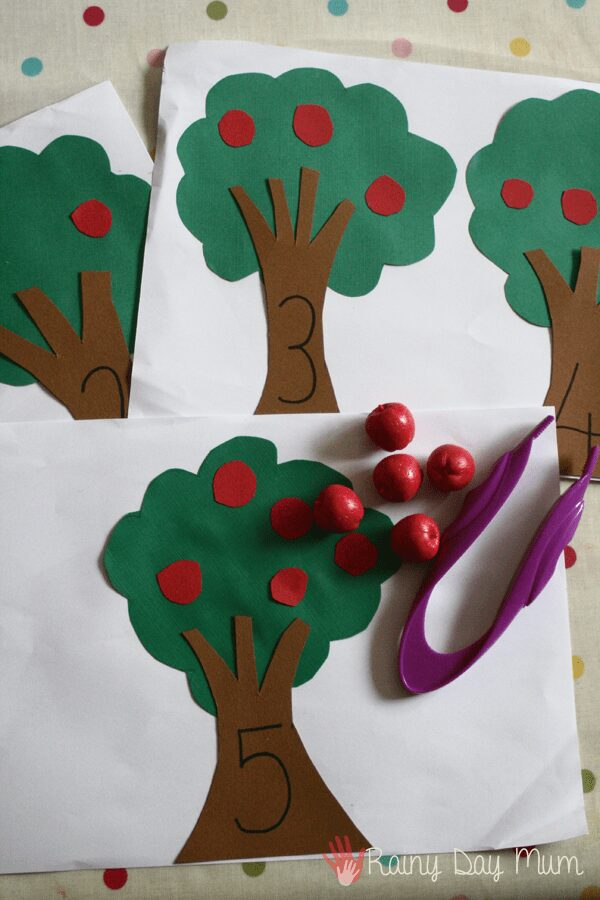 Fun autumn math activity for preschoolers - helping with fine motor, number recognition and 1 to 1 counting