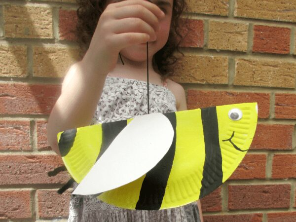 paper plate bouncing bee craft to make