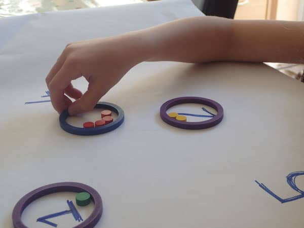 Matching numbers of objects in a circle with the number of objects there are