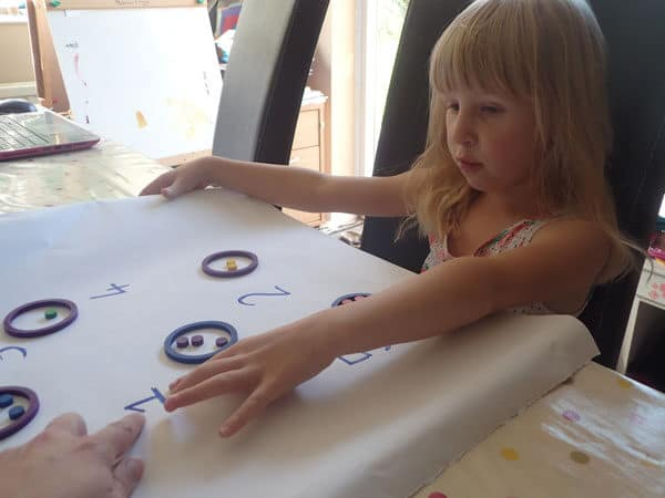 Reading numbers for this simple math activity for ece