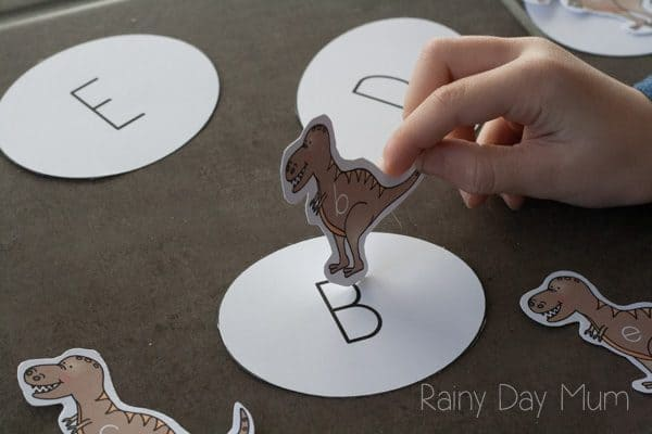 match upper and lowercase b with a dinosaur game for preschoolers