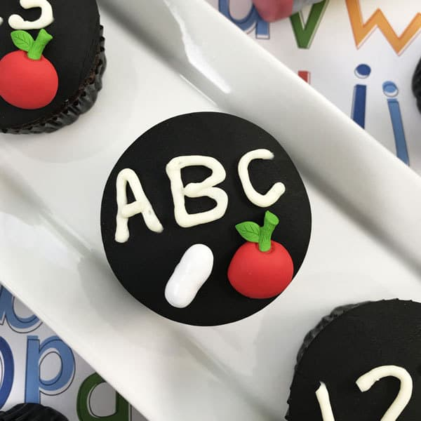 Easy to make even with no cake decorating skills chalkboard cupcakes for back to school