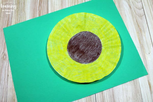 coffee filter summer craft for toddlers and preschoolers