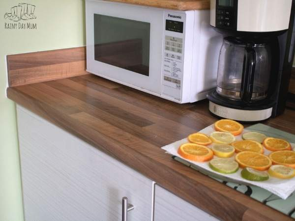 orange slices ready to be covered and dried in the microwave