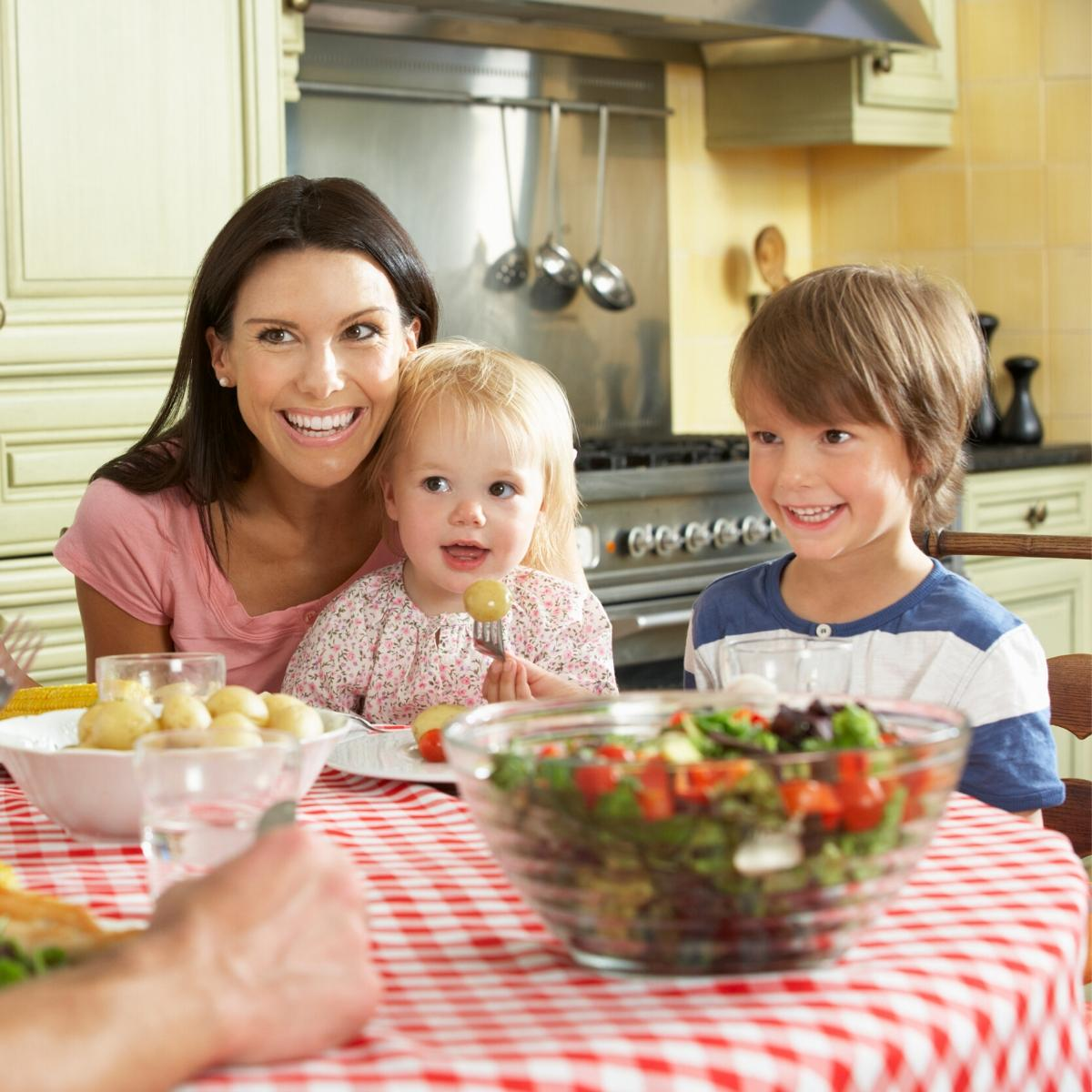 Family eating together - why is this so important for you and the kids