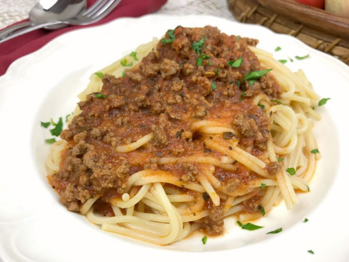 tomato and meat pasta sauce