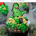 pinnable image for a dinosaur party to make some roarsome easy dinosayr cupcakes